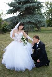 Продам свадебное платье белое,  пышное